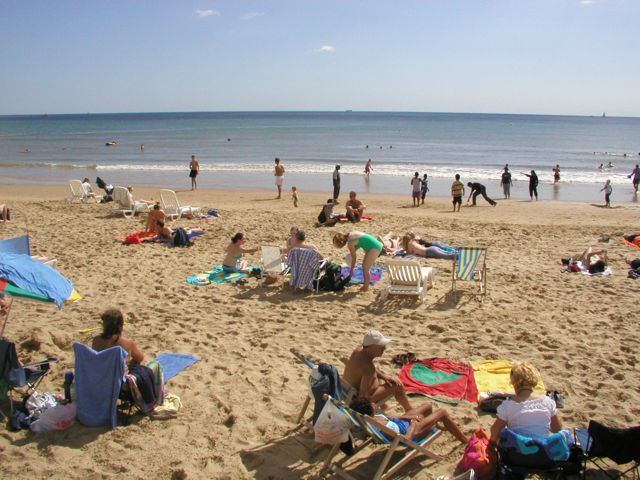 Pláž s molem v Bournemouthu