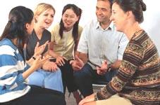 Škola angličtiny St. Giles Vancouver, studenti při diskuzi