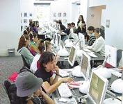 Škola angličtiny Languages International, moderní počítačová učebna s 50ti počítači iMac
