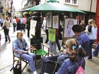 Karikaturista na ulici v Yorku