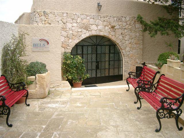 Vchod školy BELS Gozo