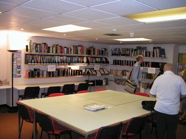Škola angličtiny St Giles Highgate, knihovna