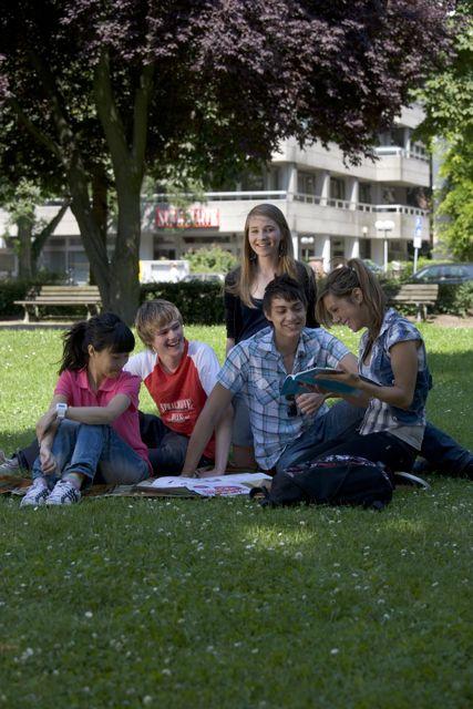Studenti školy o přestávce