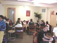Škola angličtiny Swandean/CES School of English, studenti ve studenské místnosti