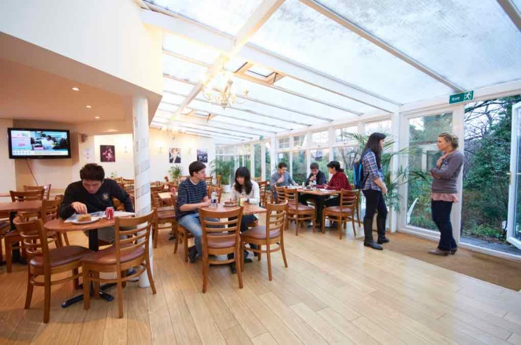 Společenská místnost školy